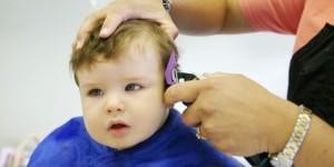 Manfaat Mencukur Rambut Bayi Hingga Gundul