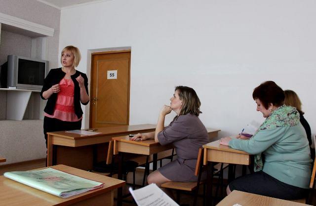 Представники місцевих медіа та викладачі дискутують на тему мови ворожнечі у ЗМІ