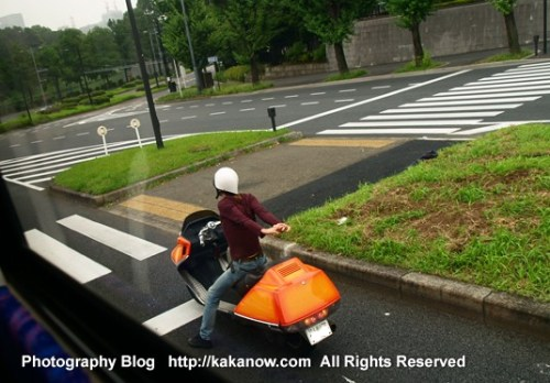 Electric motorcycle in Tokyo street, Japan Tour. Photo by KaKa.