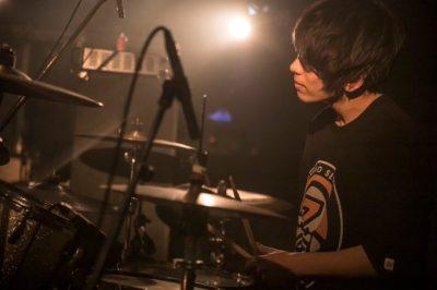 おさげのドラム田中