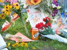 Virágok Jack Laytonért a kanadai parlament előtt