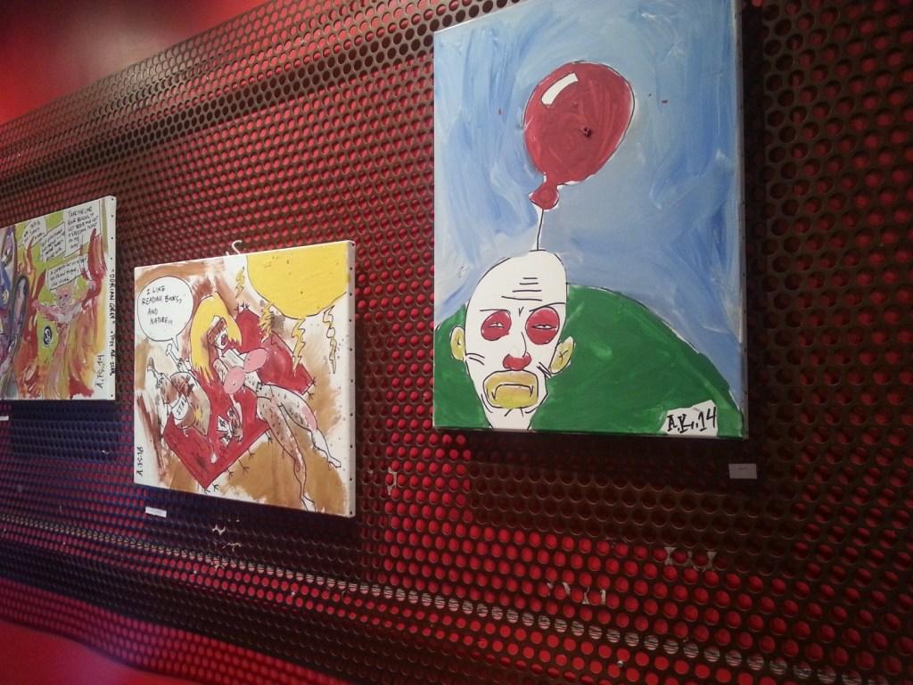 Festmények a Café Pi-ben.