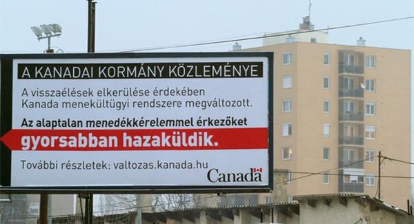Ismerős látvány Miskolcon: a kanadai kormány hírdetőtáblán és magyar nyelven üzent a miskolciaknak, hogy ne is próbáljanak Kanadába menekülni.