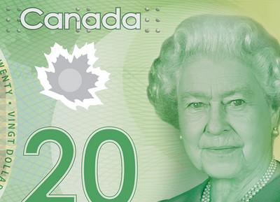 II. Erzsébet királynő a huszason.