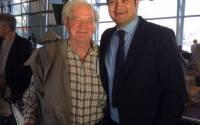 Ódor Bálint (jobboldalon) Keresztes Imrével, a montreáli Hungaria Társadalmi Klub elnökével, a Pierre Trudeau (Dorval) repülőtéren. Fotó: Facebook.