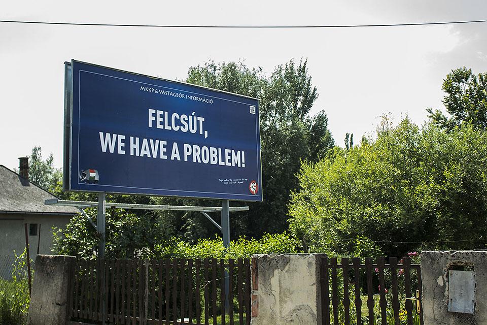 Felcsút, we have a problem / a Kétfarkú Kutya Párt tavalyi paródia kampánya Magyarországon.