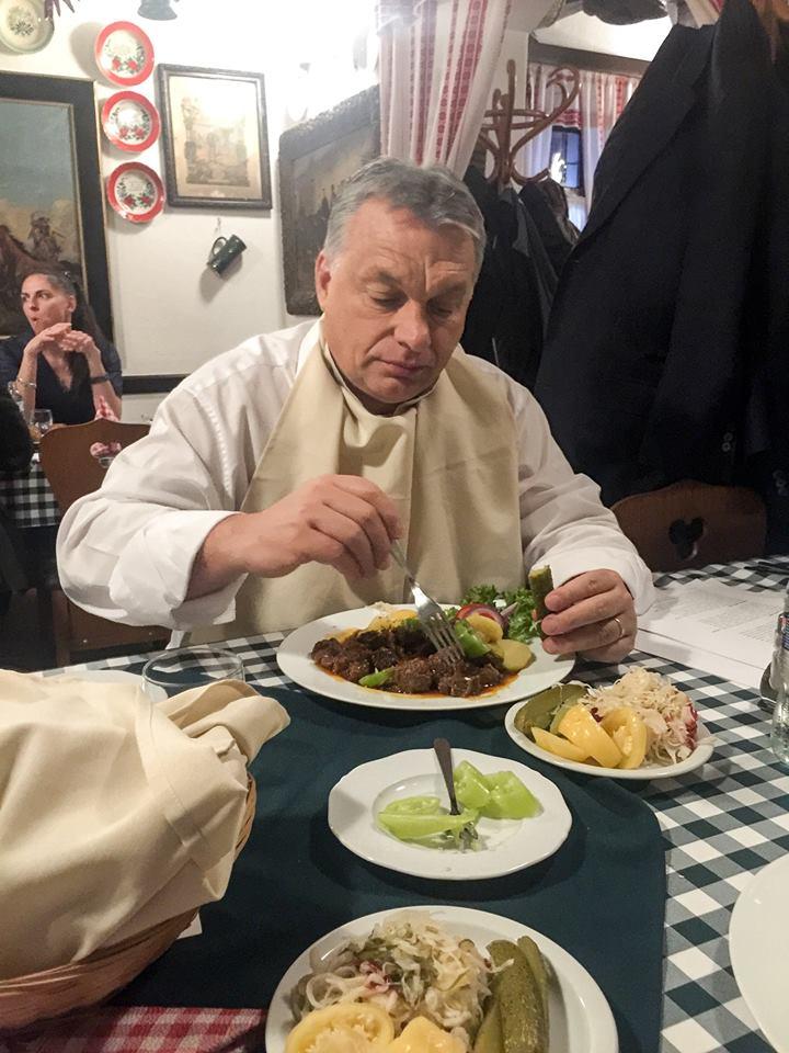 Castro meghalt, Orbán él
