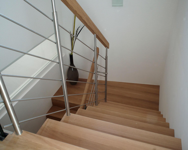Etagenbett Bibop 11 : Etagenbett mit treppe schublade und regalen bibop von parisot