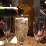 麻布十番ビストロあわ 名物1杯500円の溢れワインが魅力!女性も気楽に楽しめる安心の立ち飲みビストロ