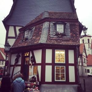 weihnachtsmarkt hobbit house german cottage fachwerk