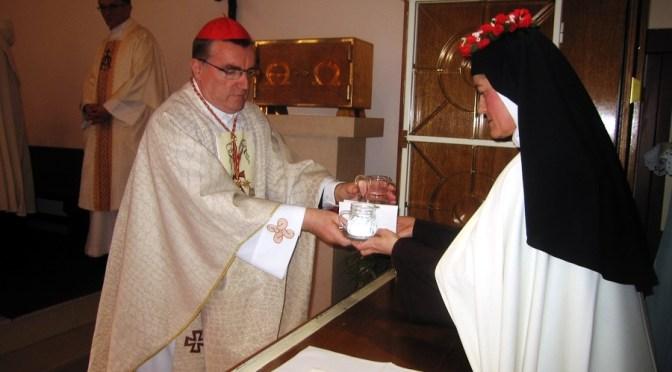 Svečani zavjeti s. M. Regine od Presvete Euharistije u Stepinčevu Karmelu