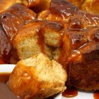 Monkey Bread-cynamonowe ciasto drożdżowe do odrywania z sosem karmelowym