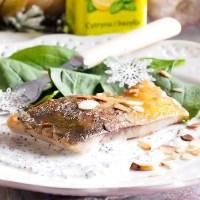 Karp z musem chrzanowym i prażonymi migdałami / Carp with horseradish mousse and roasted almonds