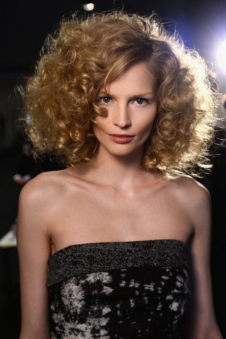 Frisuren Bei Locken Kurzhaarfrisuren Locken 2014