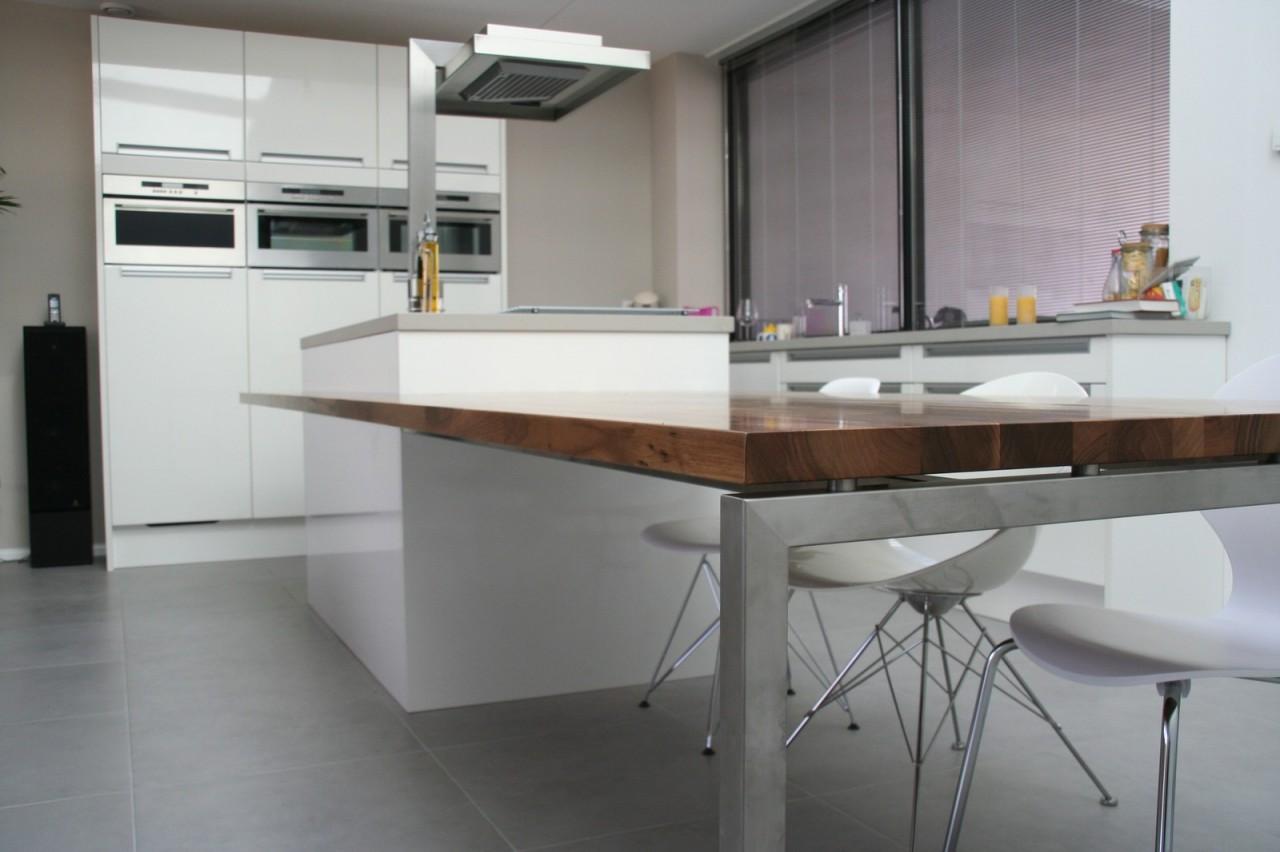 Kookeiland Uitschuifbare Tafel : Keuken met kookeiland en eettafel tijdloze eiken keukens voor u