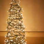 Holiday Goodies: Gingerbread, Paper Snowflakes and Decorations
