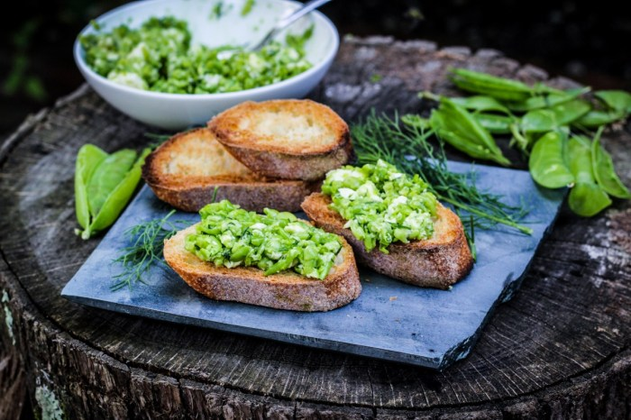 Ingredient of the Week: English Peas // Smashed Pea, Dill, and Feta Crostini {Katie at the Kitchen Door}
