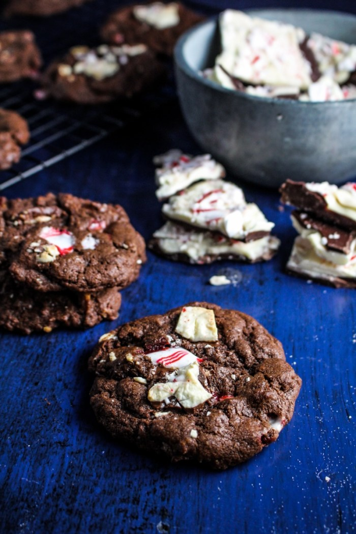 Chocolate Peppermint Bark Chip Cookies {Katie at the Kitchen Door} #christmas #cookies