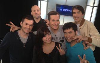 Photo de groupe, ils sont beaux et tous souriants :) !  De gauche à droite : Spank, Samy Ouerfelli, Marcus, Llewelys et Gen1us ; et moi vous me reconnaissez :p