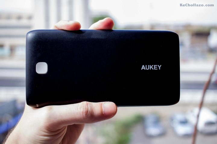 Esta batería de alta capacidad de Aukey nos permitirá cargar hasta 15 veces un iPhone 5