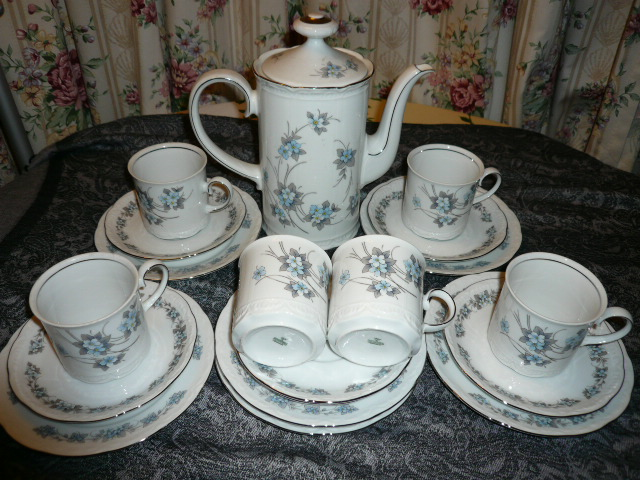 Bone China Porzellan Mitterteich Bavaria – 19 Pieces Teaset – Sold | Kedaiuk