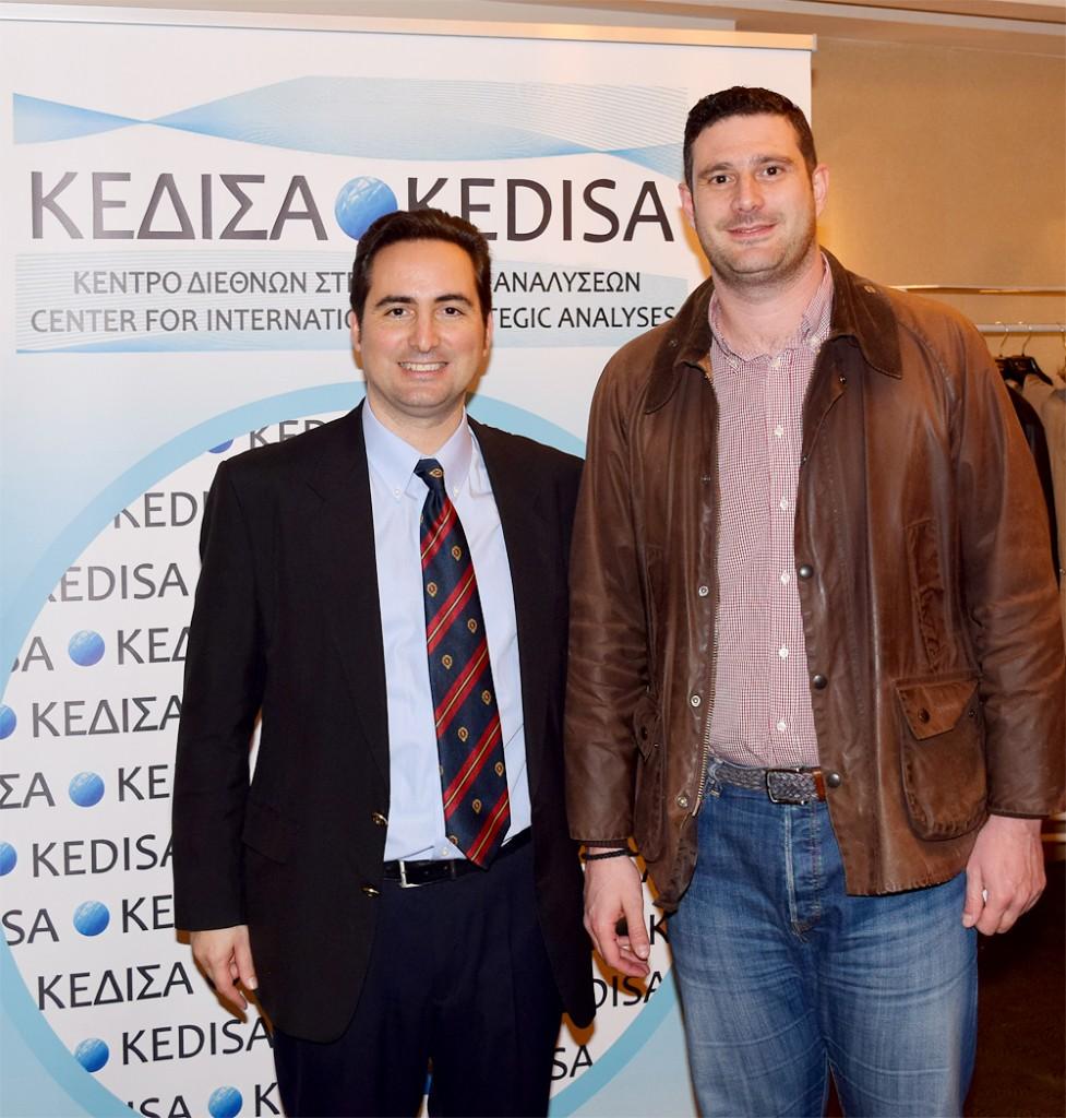 Από τα αριστερά προς τα δεξιά: Ο Ιδρυτής και Πρόεδρος Δ.Σ. του ΚΕΔΙΣΑ, κ.Ανδρέας Γ. Μπανούτσος και ο εκπρόσωπος του βουλευτή Αττικής ΣΥΡΙΖΑ κ. Ιωάννη Δέδε, κ.Πρόδρομος Θεοδουλίδης.