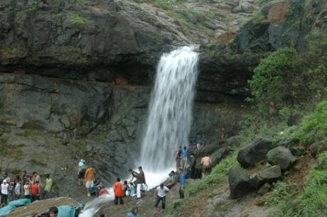 கர்லா குகைகள், காந்தலா அருவி: மலைநகரின் கந்தர்வ அழகு (வீடியோ இணைப்பு)