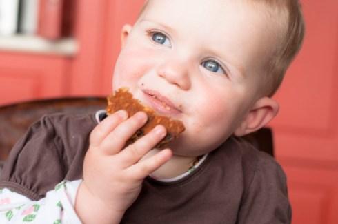 kiki eating cookies