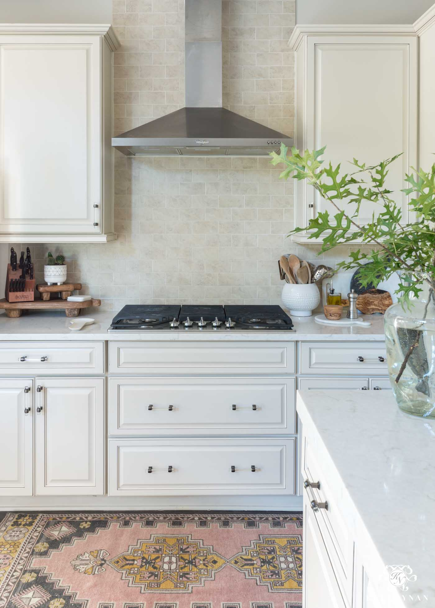 Traditional Kitchens With White Cabinets Update And Make A Traditional Cream Kitchen More Modern On A Budget
