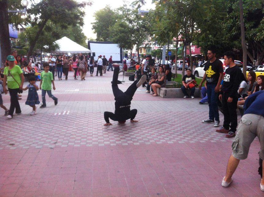 Breakdancers en el Paseo de Chapultepec