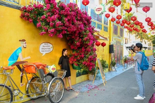 Nghìn góc ảnh sống ảo đẹp miễn chê tại Hội An thu nhỏ giữa lòng Sài Gòn - Ảnh 2.