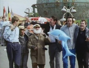 L-R Rodney Trotter (Nicholas Lyndhurst), Derek 'Del Boy' Trotter (David Jason), Uncle Albert Trotter (Buster Merryfield), Boycie (John Challis), Trigger (Roger Lloyd Pack) and Mike Fisher (Kenneth MacDonald) at a theme park