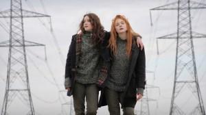 Ginger (right, Elle Fanning) and Rosa (left, Alice Englert)