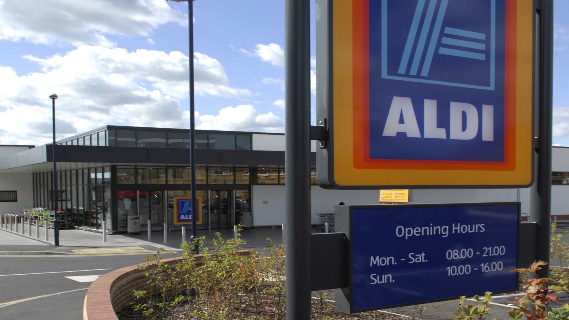 Aldi Herne Aldi To Open New Supermarket In Herne Bay Next To Rivals