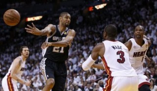 San Antonio Spurs' Tim Duncan (21) passes off as he is guarded by Miami Heat's Dwyane Wade (3) and Chris Bosh (R) during the first quarter in Game 6 of their NBA Finals basketball playoff in Miami, Florida June 18, 2013. REUTERS/Mike Segar (UNITED STATES  - Tags: SPORT BASKETBALL)