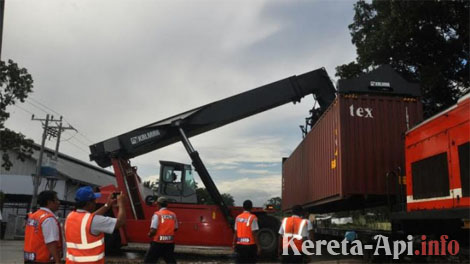 PT KAI Divre I Sumut melakukan uji coba kereta api pengangkut barang peti kemas untuk komoditas tembakau milik PT STTC. Dengan adanya kerjasama PT KAI dengan PT STTC diharapkan dapat membangkitkan perekonomian di Sumatera Utara.