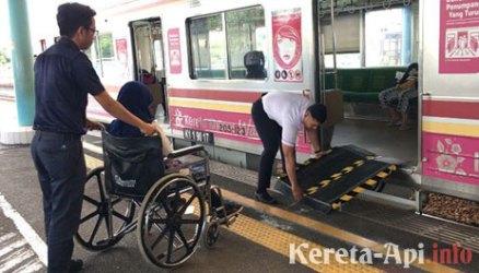 KCJ Bakal Sediakan Portable Ramp untuk Penyandang Disabilitas di Stasiun