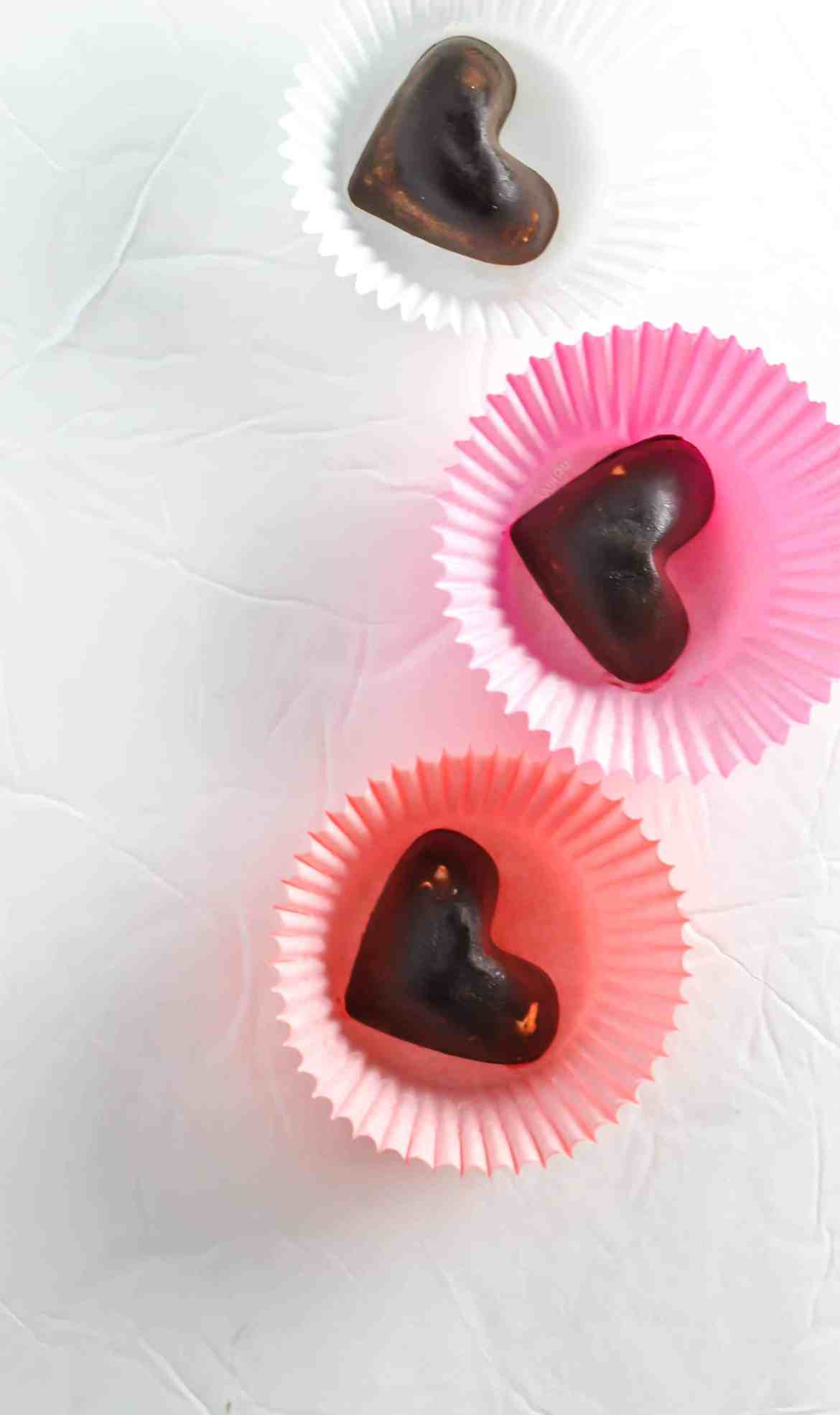 Chocolate Fat Bomb with Macadamia & Sea Salt [Recipe] | KETOGASM.com #keto #fatbomb #lchf #lowcarb #ketogenic #ketosis #recipe #chocolate #macademia #seasalt #paleo