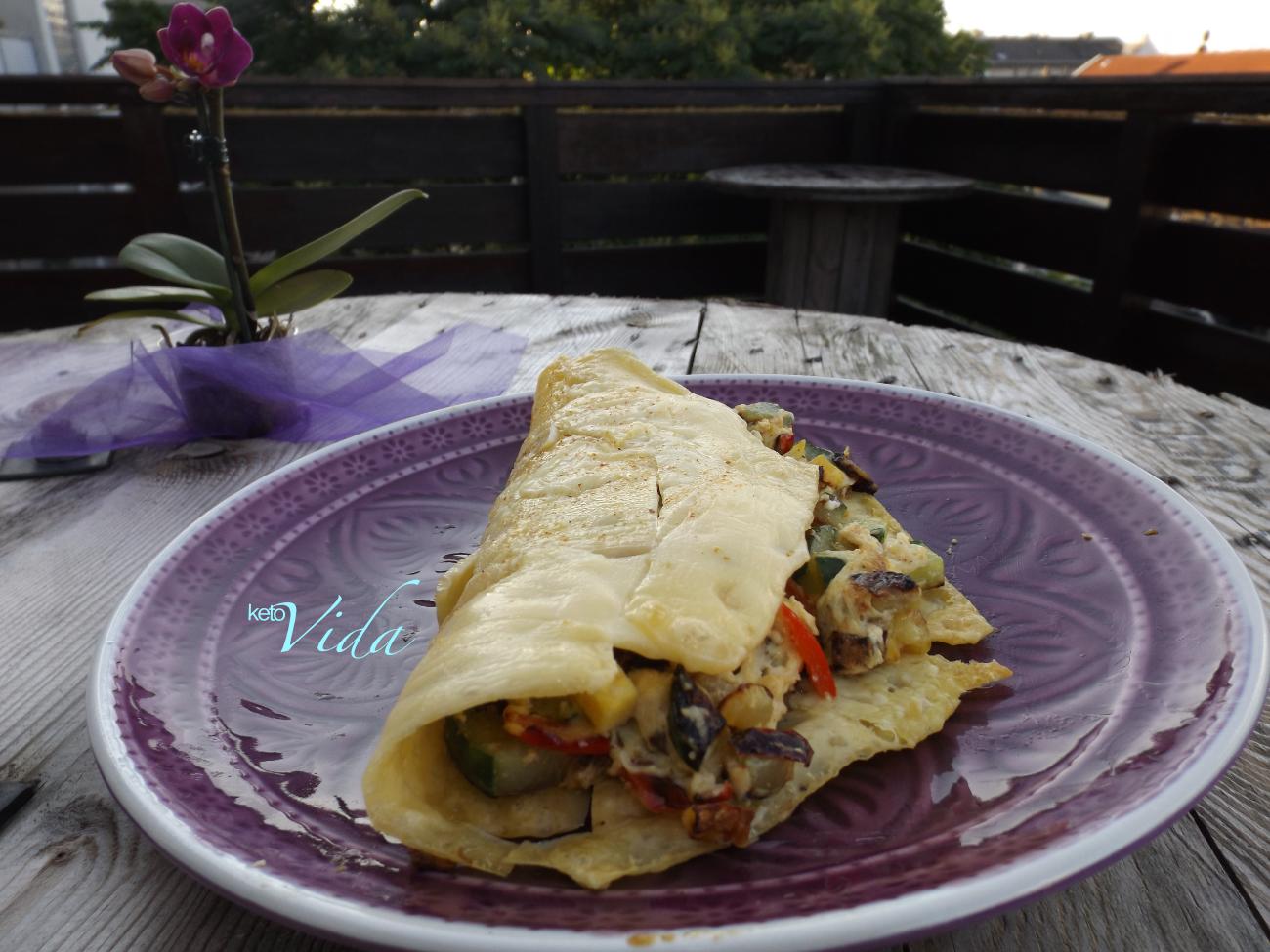 Low Carb Käse-Taco mit gebratenem Gemüse