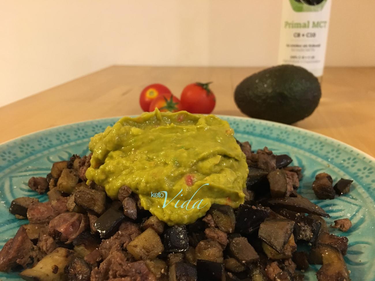 Hühnchenleber an gebratener Aubergine mit Guacamole