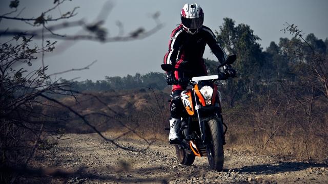 Hd Wallpaper Girl Bike Bike Or A Girl Khurki On Bikes Guys Fancy And Why Khurki