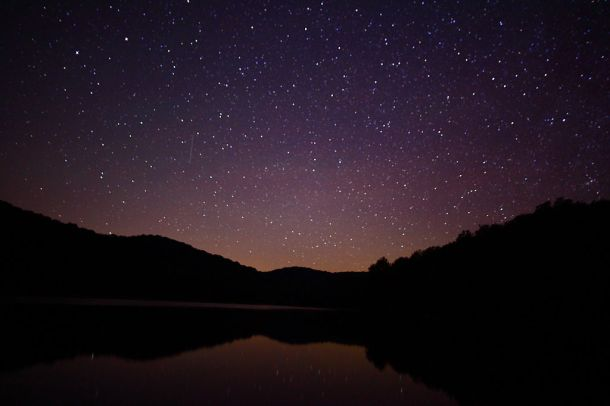 1024px-Summit-lake-wv-night-sky-reflection_-_West_Virginia_-_ForestWander