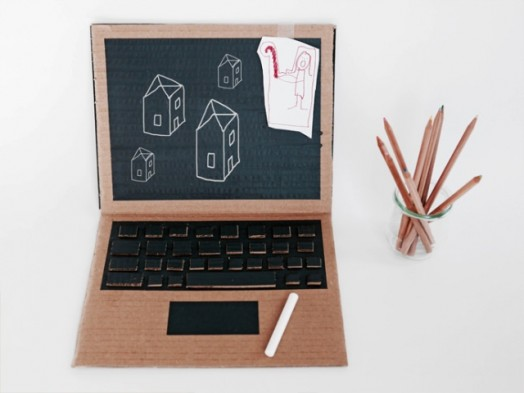 Awesome-DIY-Chalk-And-Cardboard-Computer-For-Kids-524x393