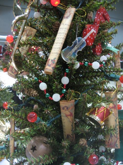 14 Kidu0027s Mini Christmas Tree Decorating Theme Ideas - The Kidu0027s - mini christmas tree decorations