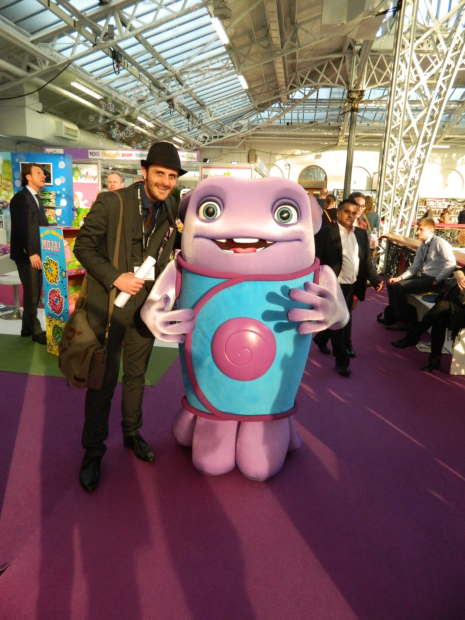 Toy R Toys Toy Fair 2015 Dad And Yasmin Meet The Characters Of The