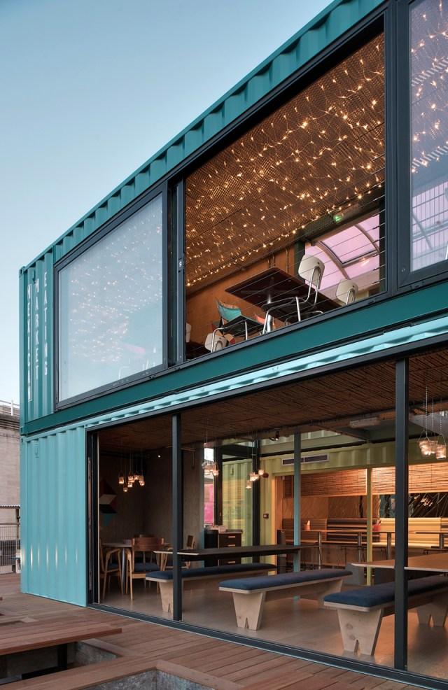 Thiết kế nhà hàng xây dựng từ vật liệu tái chế Container