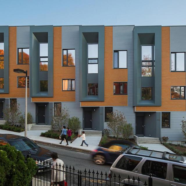Tiết kiệm năng lượng với khu nhà phố sáng tạo Roxbury E+/  Interface Studio Architects (ISA)