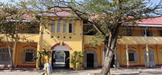 Trường THPT Châu Văn Liêm (TP Cần Thơ) được xây dựng từ năm 1917, chính quyền địa phương dự kiến đập bỏ xây mới, gây bất bình trong dư luận những ngày qua Ảnh: Chí Quốc