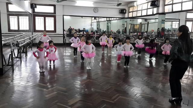 Hoạt động múa hát tại Cung Thiếu nhi Hà Nội Ảnh: TL.