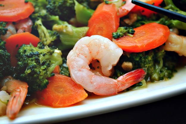 shrimp and broccoli in garlic sauce